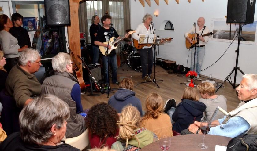 Grote drukte in de Texelhoeve tijdens de avond over Bob Dylan in 2013.