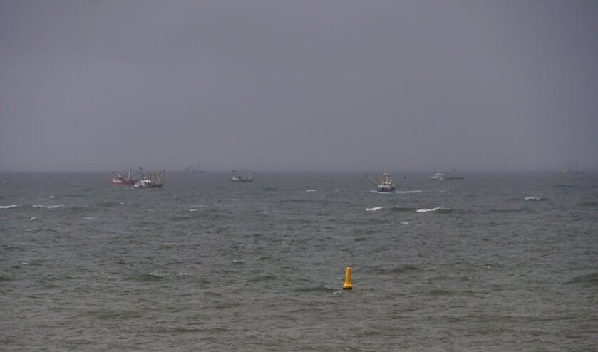 Diverse kotters zochten de hele dag naar de vermiste mannen van de UK165.