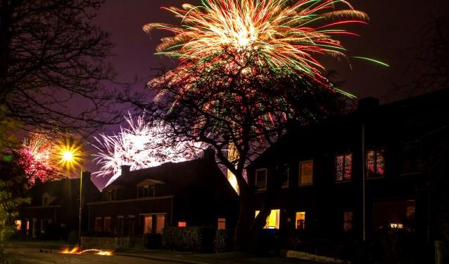Vuurwerk boven Den Burg, vastgelegd door Justin Sinner Pictures.