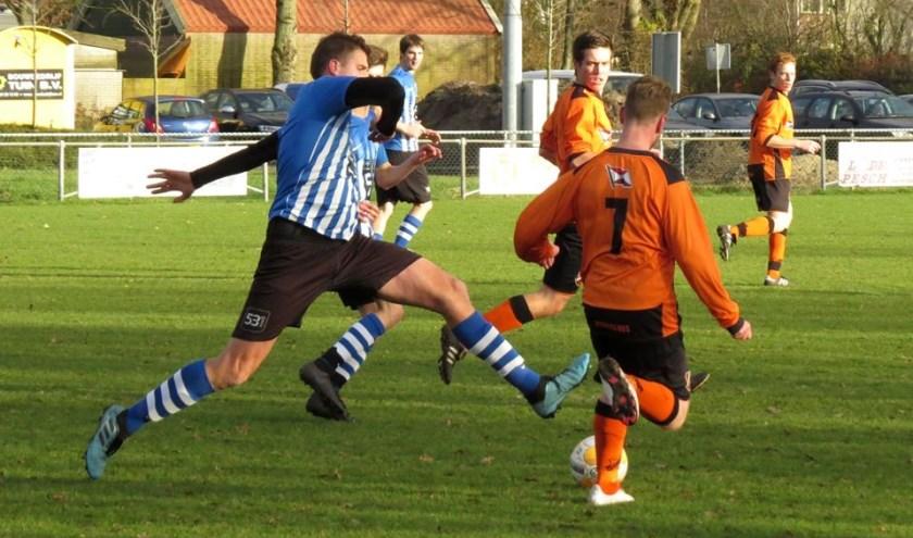 ZDH-speler Tom Bijl in volle sprint.