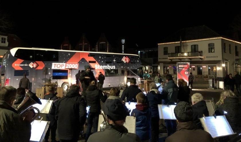KTF speelt live op Radio 2 bij de stembus op de Groeneplaats.