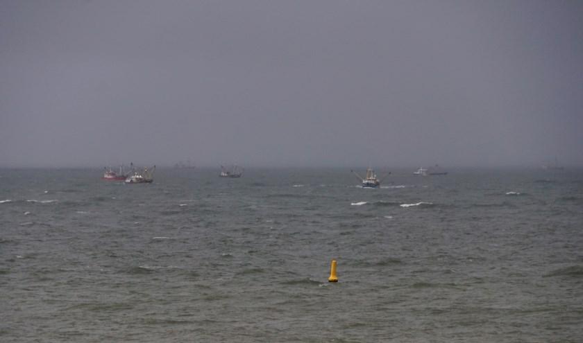Diverse kotters zochten donderdag de hele dag naar de vermiste mannen van de UK165.