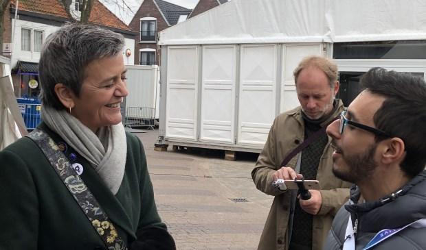 Margrethe Vestager, de Deense Eurocommissaris van de Europese Unie, op de Groeneplaats in Den Burg.