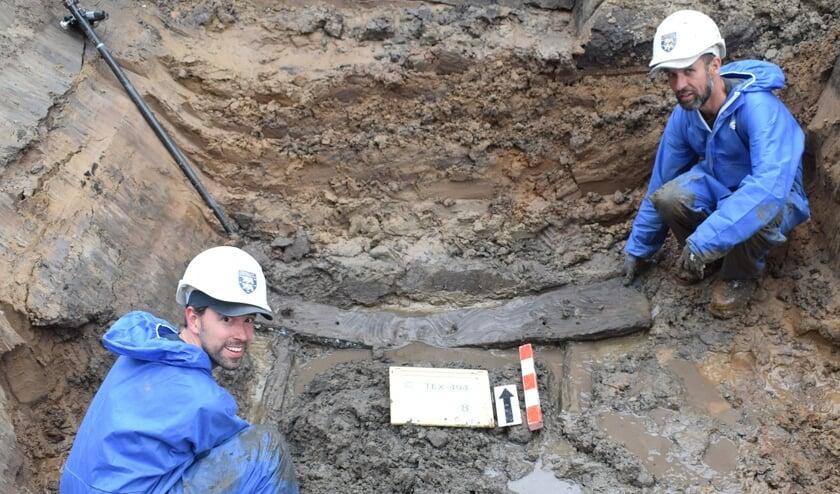 Op de bodem van een middeleeuwse waterput lag een framewerk van hergebruikt hout. Een deel van het hout heeft oorspronkelijk  als constructiehout in een middeleeuws huis gediend.
