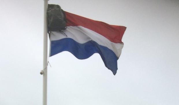 <p>De vlag uit voor de geslaagde leerlingen van de OSG.</p>