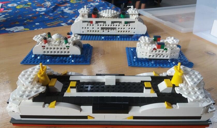 Vier boten van TESO in LEGO.
