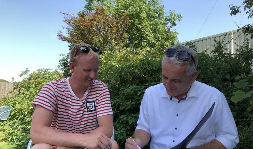 Morten Eschweiler en Bart de Vries bezig met de voorbereidingen.