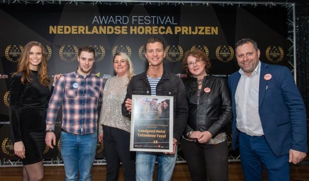 De prijsuitreiking in Aalsmeer. Van links naar rechts: Nicky Opheij (Miss Nederland), Mike Geus (kok), Iris Bosma (gastvrouw/receptioniste), Jan Versteegh (presentator), Linda Vossen (gastvrouw) en Ansgar van der Spek.