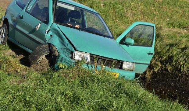 <p>E&eacute;n van de betrokken voertuigen raakte in de sloot.&nbsp;</p>