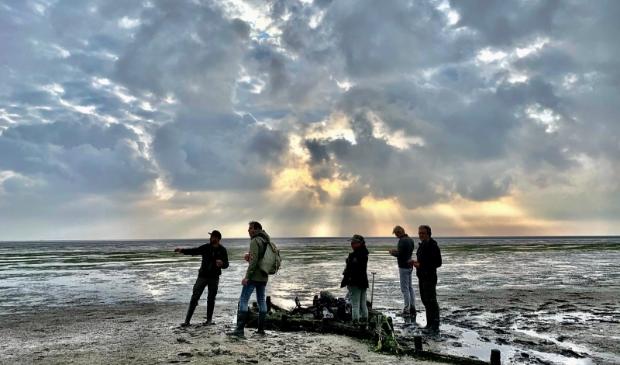 De ploeg van Vroege Vogels op pad met Jerome van Abbevé van Natuurmonumenten.