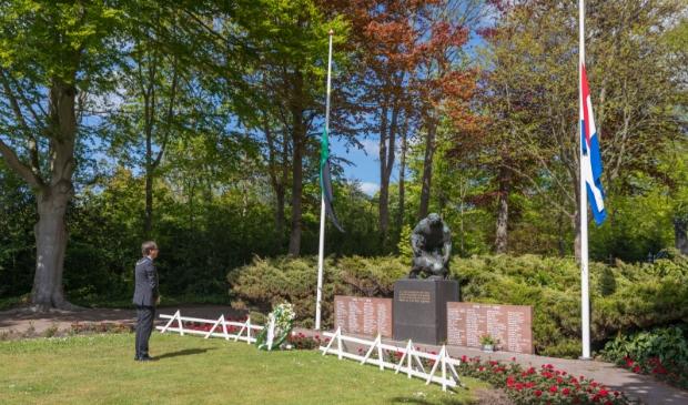 <p>De burgemeester herdacht vorig jaar vanwege de corona in stilte de slachtoffers van de oorlog.</p>