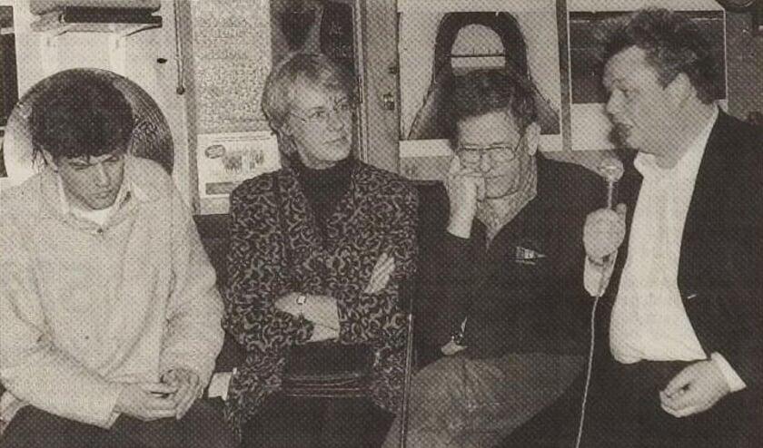 Erik van Bruggen (rechts) in 1999 in De Pilaar in Den Burg toen hij samen met Lennart Booij  campagne voerde om partijvoorzitter van de PvdA te worden.