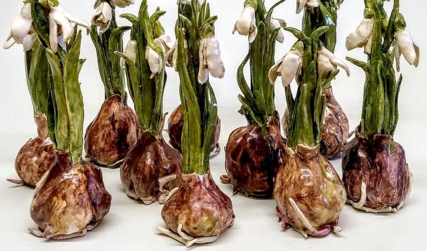 Gerrie Lulof: Sneeuwklokjes (keramiek) in Galerie Posthuys