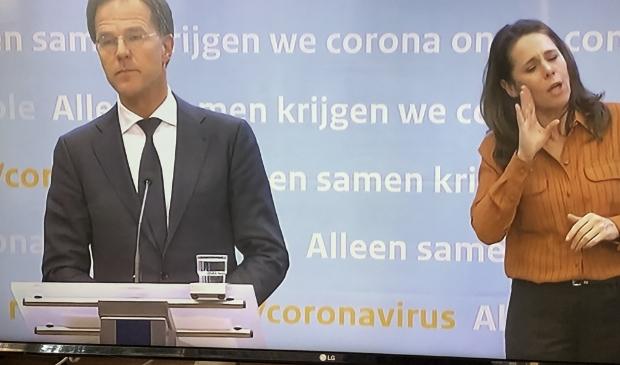 Premier Rutte tijdens de persconferentie.
