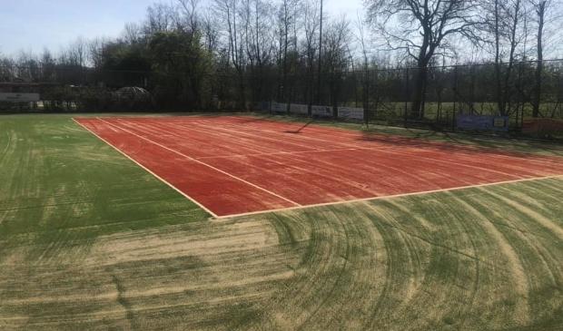 Een van de twee nieuwe tennisbanen van De Cocksdorp.