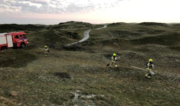 De brandweer gaat met vuurzwepen op pad.