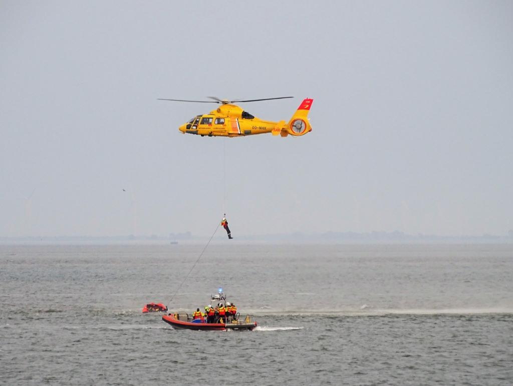 <p>De oefening van de Cornelis Dito met de helikopter.</p>