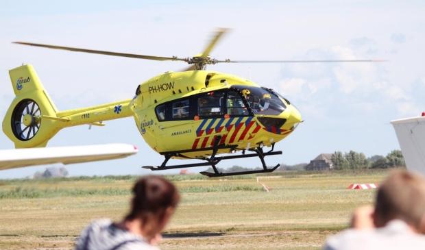 De ambulancehelikopter van de ANWB op het Texelse vliegveld.