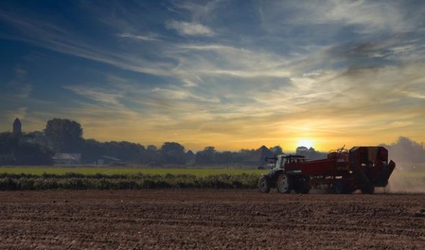 <p>Was het gisteren al genieten met de mistfoto&#39;s van Jan, ook deze zonsondergang bij De Waal is prachtig.</p>