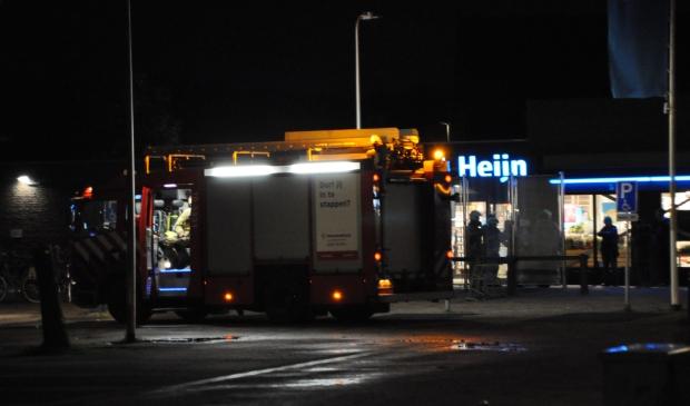 De brandweerwagen voor de Albert Heijn in Den Burg.