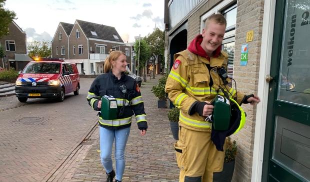 <p>Vrijwilligers van de brandweer collecteren in het centrum van Den Burg.</p>