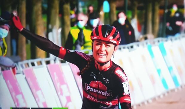 In Sint Niklaas behaalt Denise Betsema haar zevende zege van dit seizoen.