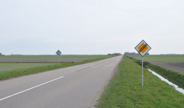 <p>Hoofdweg in polder Eierland.</p>