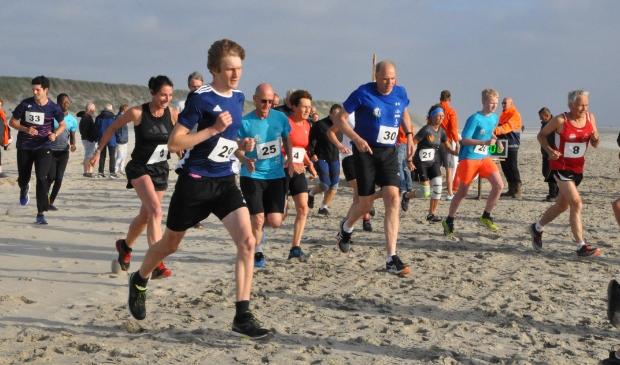 <p>De deelnemers weken eenmalig uit naar het strand.</p>