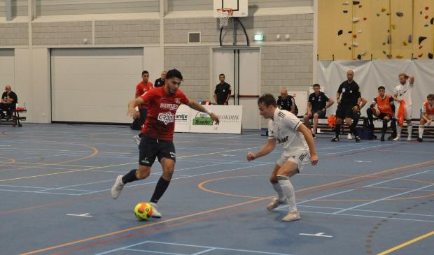 Hovocubo (in het rood) tegen Texel Futsal in de TXL sporthal in Den Burg.