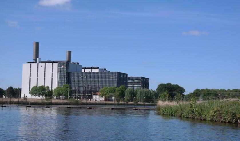 De centrale, gebouwd in opdracht van het P.E.B., gezien vanaf de Swemmer.