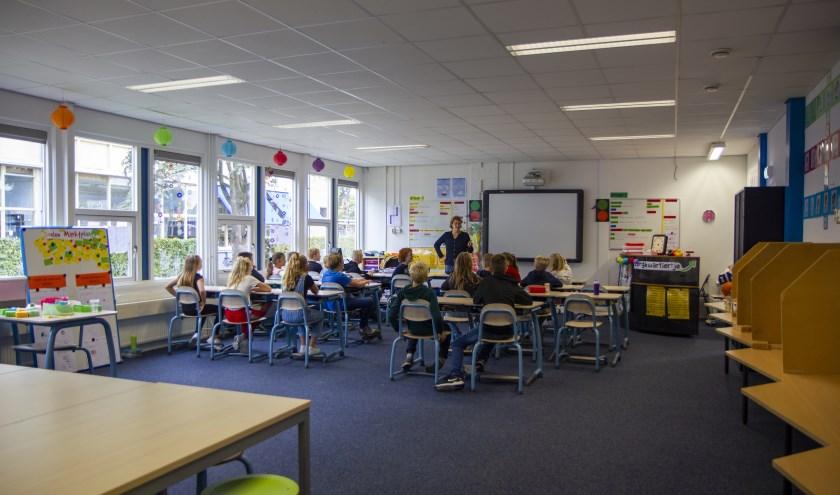 De Koningin Julianaschool in Kollum zit vanwege nieuwbouw tijdelijk in het voormalige Lauwers College.