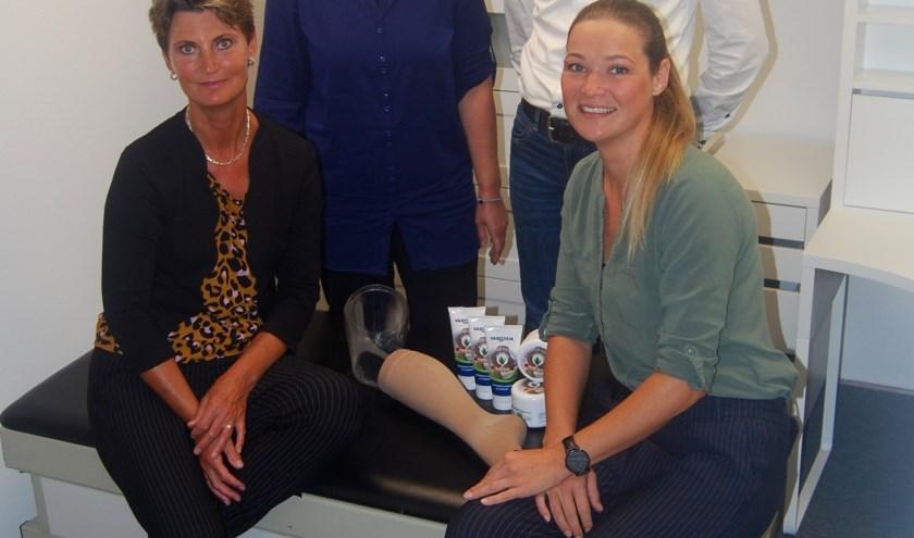 Het team bandagisten van Helfrich Compressiezorg.  Achter: Jannie Vaatstra en Klaas Helfrich. Voor: Sjieuwke van der Bij en Janet Spoelstra.