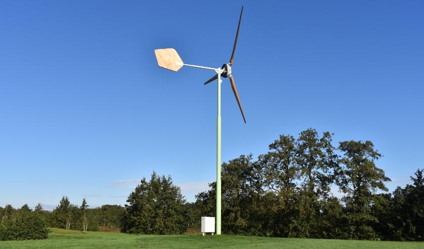 Een kleine windturbine met een ashoogte van 15 meter, in Friesland nu nog taboe.