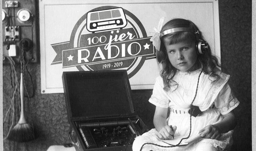 Hoor alles over de geschiedenis van de radio in de themaweek '100 jier radio' op Omrop Fryslân.