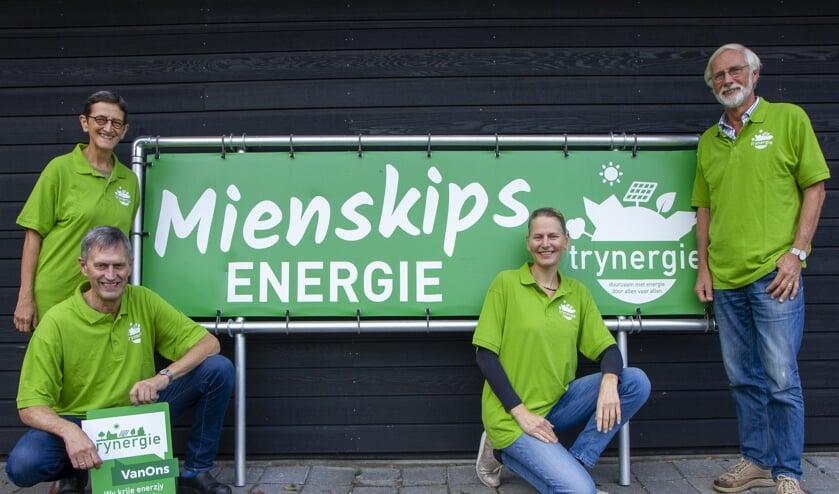 Het bestuur van Trynergie. V.l.n.r. Corien van der Linden (secretaris), Tseard van der Kooi (voorzitter), Jitske Stavenga (bestuurslid energiezaken) en Dick van der Duijn Schouten (penningmeester en vrijwilliger opwekprojecten).