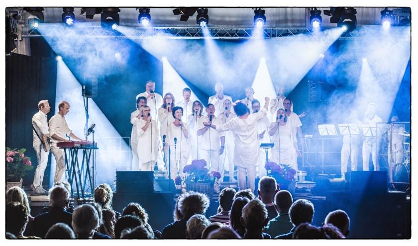 Het Joy for People Gospel Choir treed op tijdens de Gospelnight.