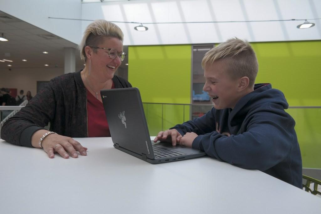 Teamleider Jannie de Vries van Lauwers College Kollum is trots op de persoonlijke aandacht die op haar school gegeven wordt. Foto: Actief Media © Actief Media