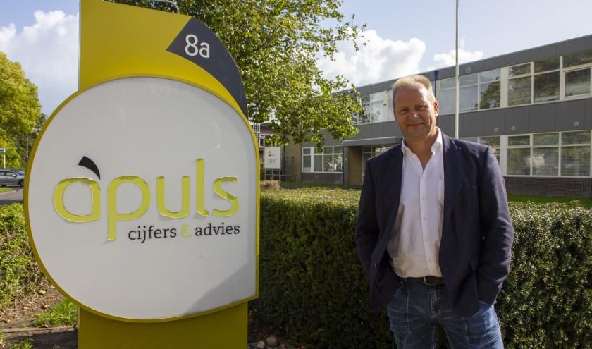 """Jan de Vries, bedrijfsadviseur bij Apuls Cijfers & Advies. """"Welkom op onze inloopmiddag, iedere maandag."""""""