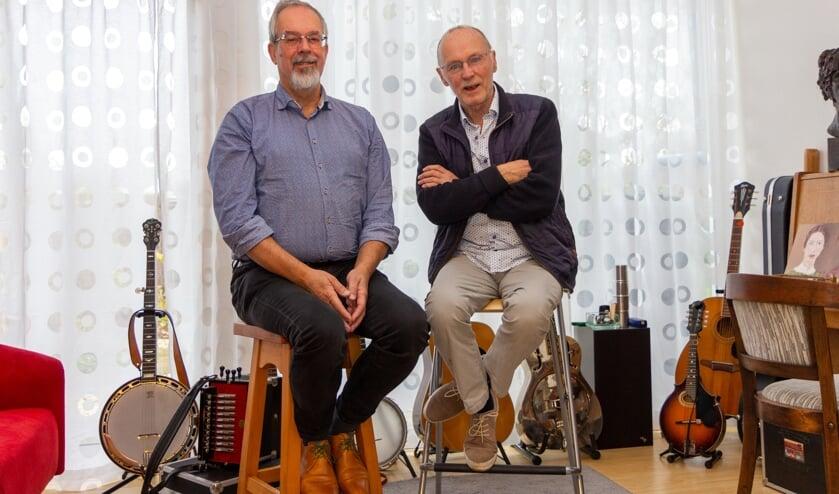 Alco Hoogkarspel en Roel Slofstra van Yetris in de 'Muzikamer' in Noardburgum. Hier vond een van de vorige jubileumconcerten plaats.
