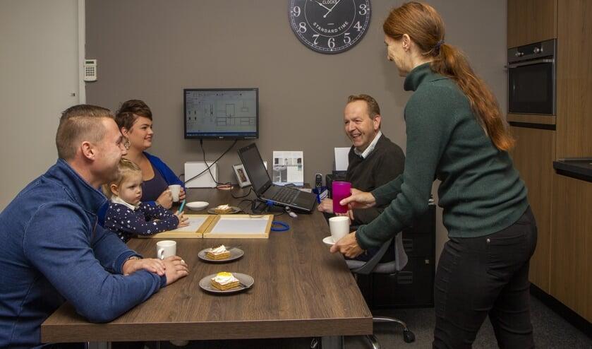 Rob en Jannie Wijnstra (rechts) ontvangen hun klanten altijd in een hartelijke sfeer.