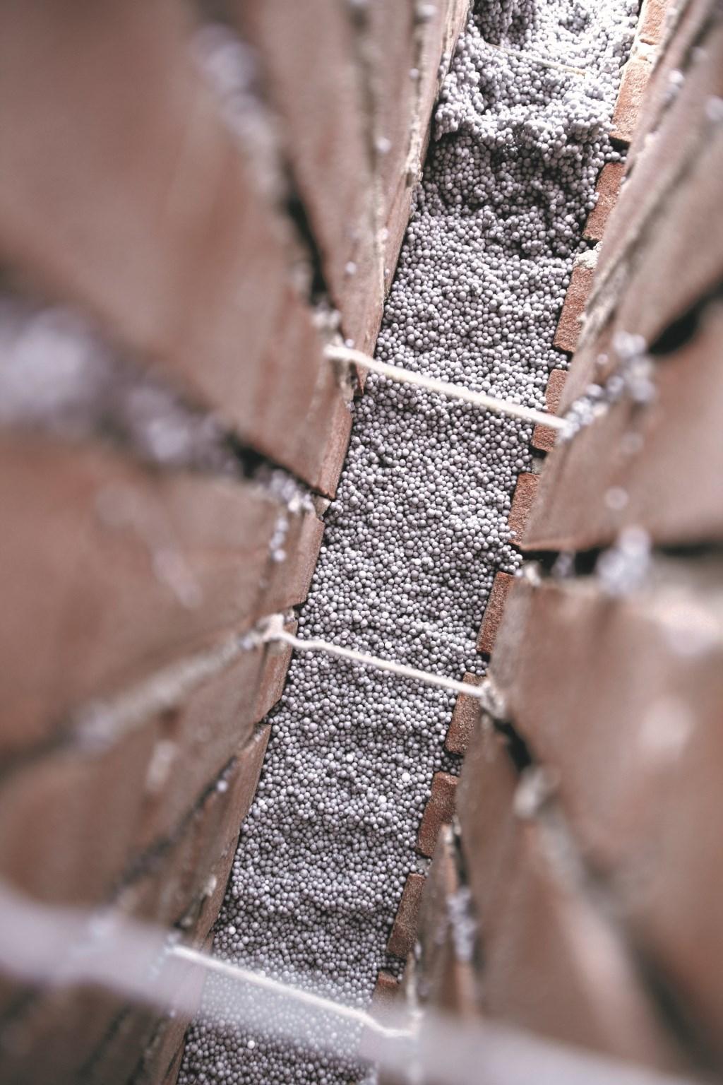 Koston Noord isoleert de spouwmuur met hoogwaardige Termoparels®. Foto: Koston Noord © Actief Media