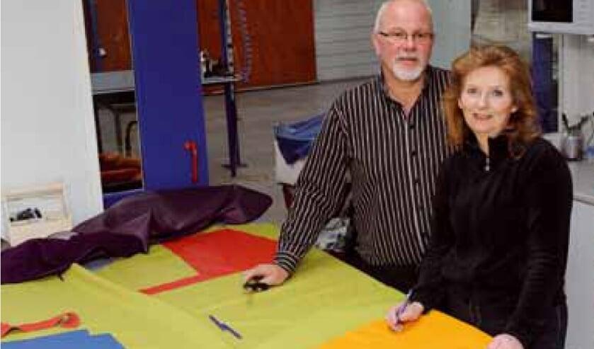 Johannes en Clarie de Wit van LederVisie in Drachten renoveren en bekleden lederen meubelen.