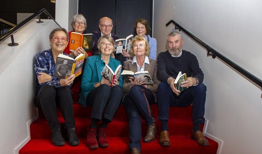 Bovenste rij v.l.n.r.: Nynke Scheffer, Rikus Siebring en Jeanette van der Pauw. Onderste rij v.l.n.r. Trudie Meijerman, Gerda van Toorenburg, Anneke van Dellen-Veenema en Nico de Vries.