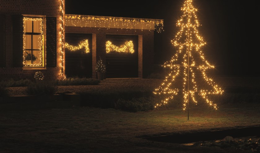 De led-kerstboom is er in drie maten: 1.35 meter, 2 meter en 3 meter hoog.