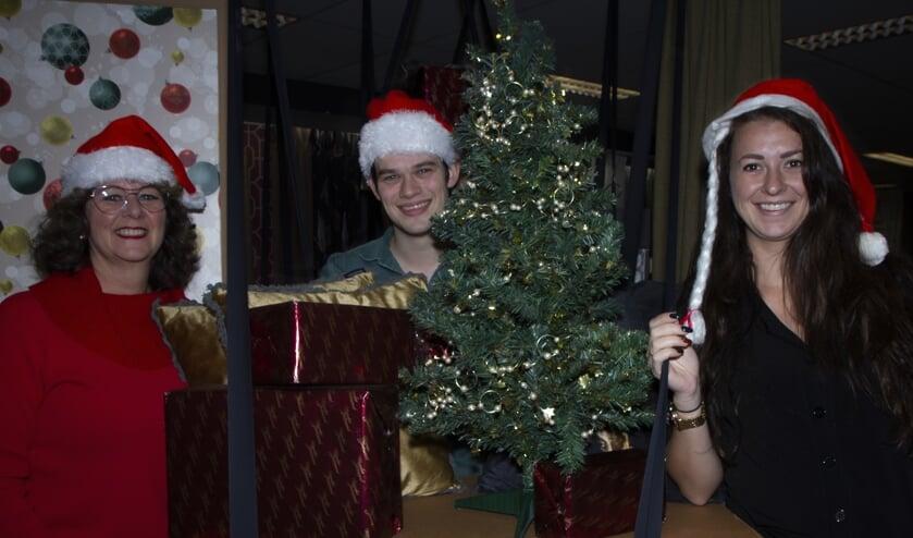 Marjon de Vries, Yannick de Vries en Antal Vellema zijn drie van de organisatoren van de kerstmarkt in Burgum.