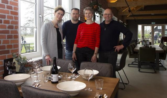 De familie Pietersma, eigenaren van paviljoen Om de Dobben en initiatiefnemers van stichting Plak foar Elkenien. Van links naar rechts Regina, Theun, Rennie en Theunis.