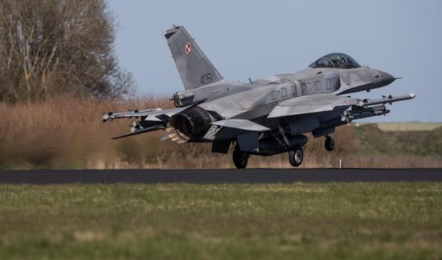 <p>F-16-toestellen vliegen 21 tot en met 23 september 2021 vanaf vliegveld Eindhoven naar de Marnewaard om daar samen met de Koninklijke Landmacht te oefenen.</p>