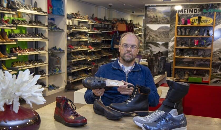 Ervaring leerde Sjoerd Lampers dat de binnenkant van een schoen de waarde van het schoeisel bepaalt.