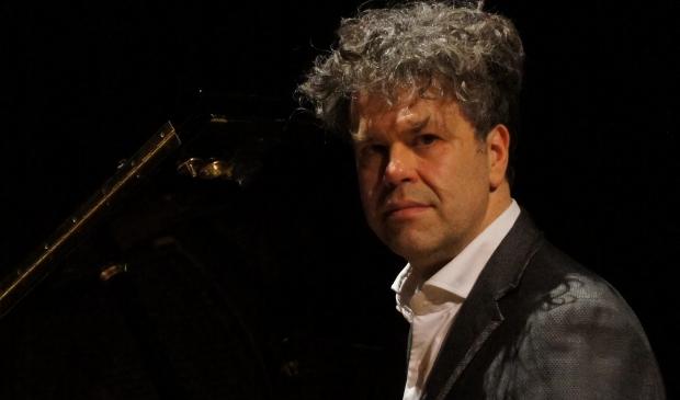 Sven Weyens, bariton en verteller.