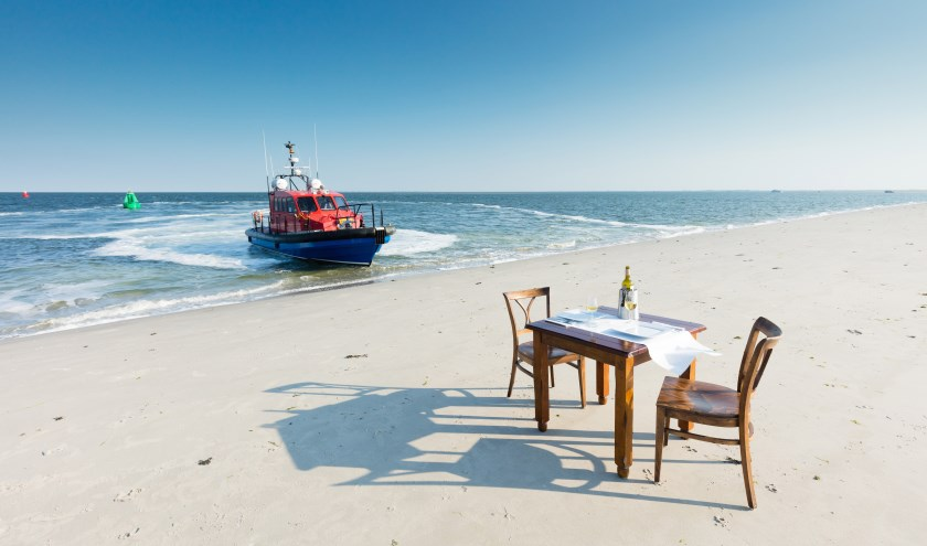 Bij Beleef Lauwersoog is het zelfs mogelijk om op een zandplaat te dineren, met uitzicht op de Waddenzee.